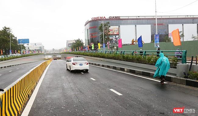 Những dòng xe đầu tiền trong buổi lễ thông xe kỹ thuật theo hướng Lý Thái Tổ đi Điện Biên Phủ