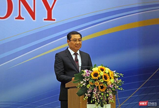Vói vai trò là thành phố đăng cai, Chủ tịch UBND TP Đà Nẵng Huỳnh Đức Thơ cho rằng, Diễn đàn Tiếng nói tương lai APEC 2017 là cơ hội quý để các bạn thanh niên tiếp cận với những kiến thức thực tế, được chia sẻ bởi những diễn giả hàng đầu