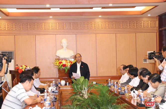Tại buổi làm việc nhanh với địa phương, Thủ tướng Nguyễn Xuân Phúc ghi nhận nỗ lực của tỉnh Quảng Nam, TP Hội An, nhất là công tác cứu hộ, cứu nạn, bảo đảm lương thực, nước uống cho người dân và đảm bảo tổ chức tốt các sự kiện APEC tại địa phương