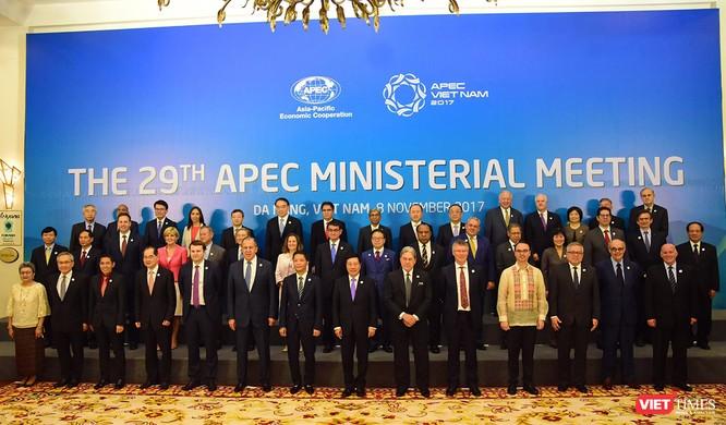 Các lãnh đạo cấp cao tham dự Hội nghị liên Bộ trưởng Ngoại giao - Kinh tế (AMM) lần thứ 29 của Diễn đàn Hợp tác kinh tế châu Á – Thái Bình Dương (APEC) chụp ảnh lưu niệm