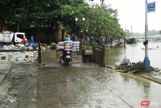 Hội An căng mình dọn rác sau lũ đón APEC ảnh 2