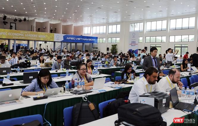 Từ rất sớm, Hội trường họp báo của Trung tâm báo chí quốc tế đã tập trung rất nhiều phóng viên báo chí đến đưa tin về sự kiện.