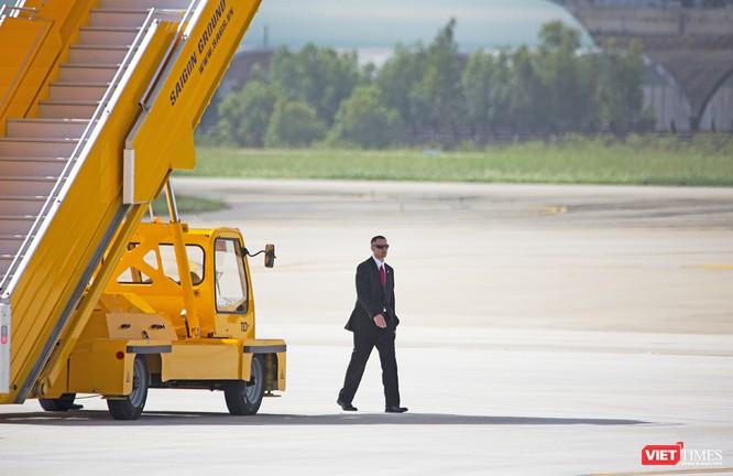 Chuyên cơ Tổng thống Mỹ hạ cánh xuống Đà Nẵng có gì khác biệt? ảnh 16
