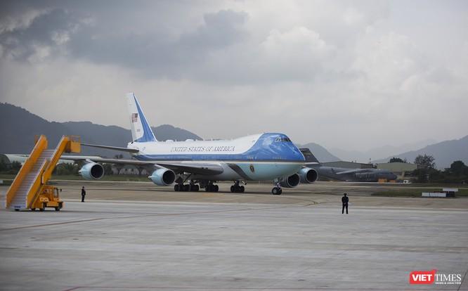 Chuyên cơ Tổng thống Mỹ hạ cánh xuống Đà Nẵng có gì khác biệt? ảnh 22
