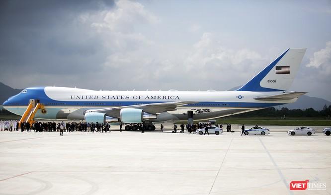Chuyên cơ Tổng thống Mỹ hạ cánh xuống Đà Nẵng có gì khác biệt? ảnh 23
