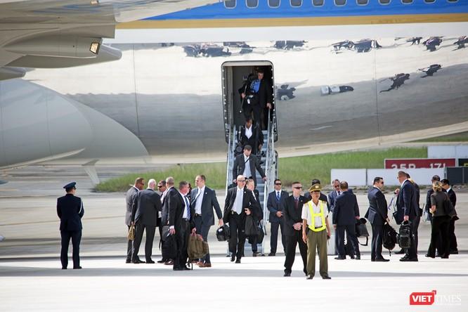 Chuyên cơ Tổng thống Mỹ hạ cánh xuống Đà Nẵng có gì khác biệt? ảnh 25