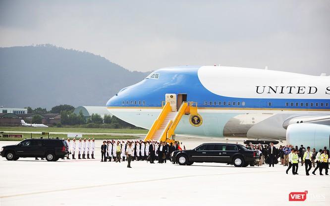 Chuyên cơ Tổng thống Mỹ hạ cánh xuống Đà Nẵng có gì khác biệt? ảnh 28