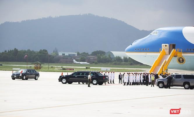 Chuyên cơ Tổng thống Mỹ hạ cánh xuống Đà Nẵng có gì khác biệt? ảnh 29