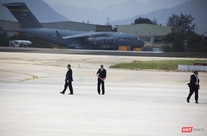 Chuyên cơ Tổng thống Mỹ hạ cánh xuống Đà Nẵng có gì khác biệt? ảnh 4