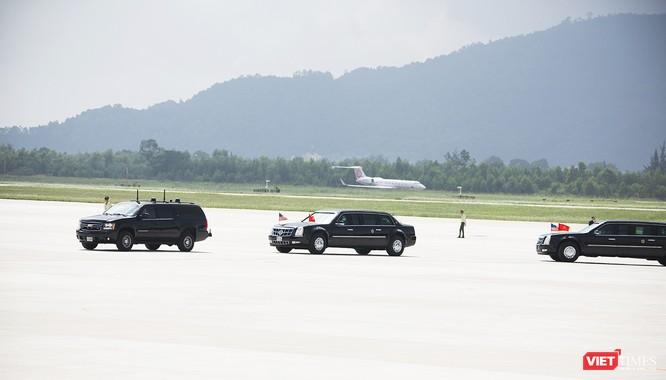 Đoàn xe của Tổng thống bắt đầu di chuyển