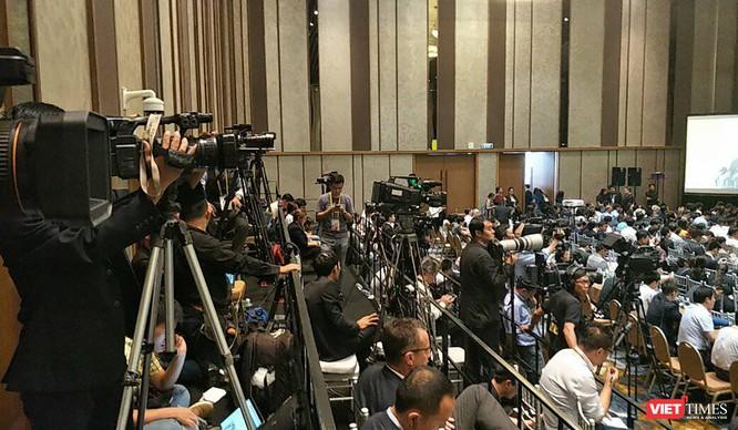 Đà Nẵng đã vinh dự đón chào các nhà lãnh đạo của 21 nền kinh tế thành viên APEC cùng khoảng 11.000 đại biểu, trong đó có lãnh đạo các tập đoàn hàng đầu khu vực và thế giới, gần 3.000 phóng viên trong nước và quốc tế. Sự kiện trọng đại này đã đánh dấu bước ngoặt quan trọng về mọi mặt của TP Đà Nẵng đồng thời mở ra thời cơ mới đầy triển vọng cho sự phát triển.