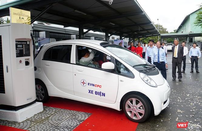 Xe điện được EVN đầu tư để vận chuyển khách đến công ty