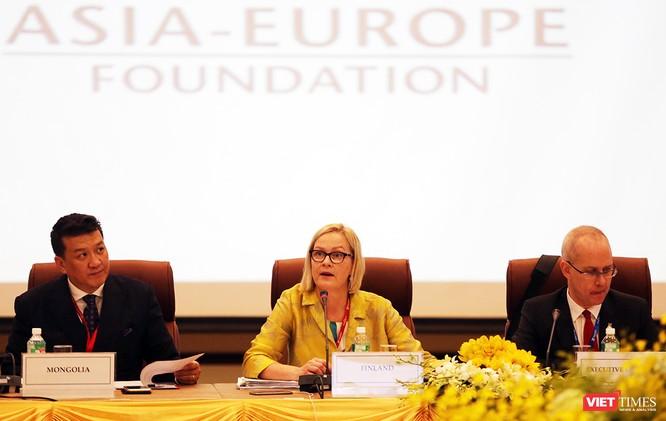Bà Eva Biaudet, Chủ tịch Hội đồng Thống đốc Quỹ ASEF phát biểu khai mạc Hội nghị