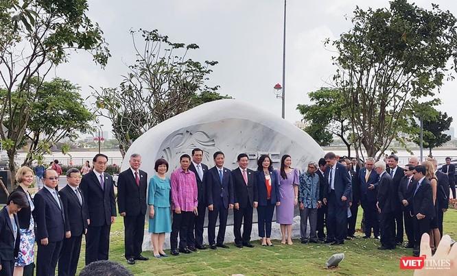 Mặc dù khó khăn về tình hình nội bộ, nhưng năm 2017 là năm thành công về công tác đối ngoại của Đà Nẵng khi tổ chức thành công một loạt sự kiện lớn tầm cỡ quốc tế