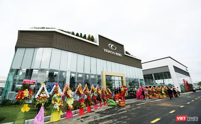 Trung tâm ô tô tải, bus Thaco được xây dựng trên tổng diện tích hơn 26.000 m2, với tổng kinh phí 142 tỷ đồng, trên tuyến QL1A, thuộc địa phận xã Hòa Phước, huyện Hòa Vang, TP Đà Nẵng.