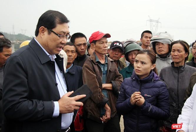 Ông Huỳnh Đức Thơ, Chủ tịch UBND TP Đà Nẵng có mặt ngay tại hiện trường để chỉ đạo khắc phục hậu quả