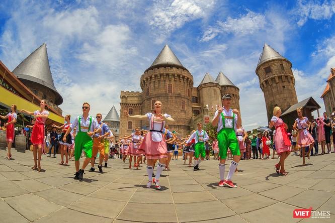 Để đáp ứng nhu cầu du lịch của du khách và người dân trong dịp Tết Nguyên đán Mậu Tuất 2018, tại Đà Nẵng diễn ra nhiều sự kiện, hoạt động hấp dẫn