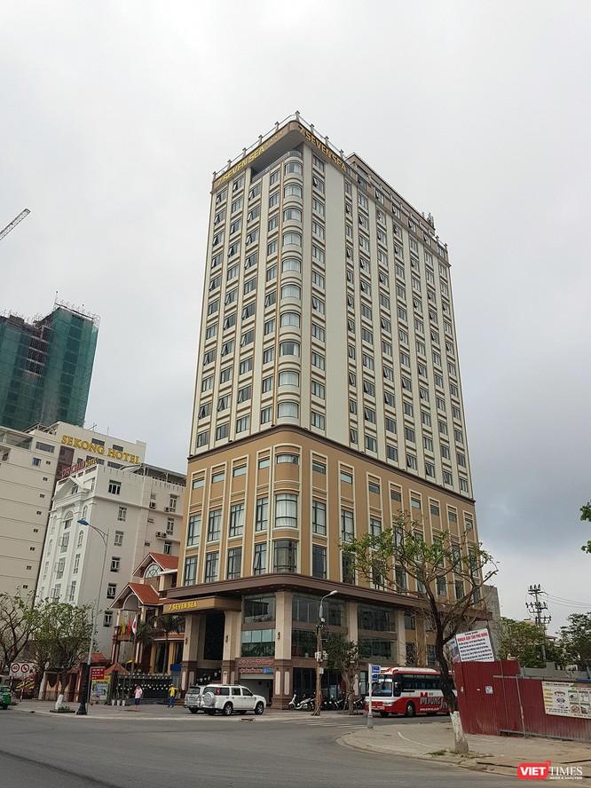 Mặc dù chỉ được phép xây dựng 1 tầng hầm và 18 tầng nổi, nhưng chủ dự án khách sạn 7 Seven Sea (đường Võ Nguyên Giáp, quận Sơn Trà, Đà Nẵng) vẫn ngang nhiên nâng tầng và đưa công trình vào hoạt động.