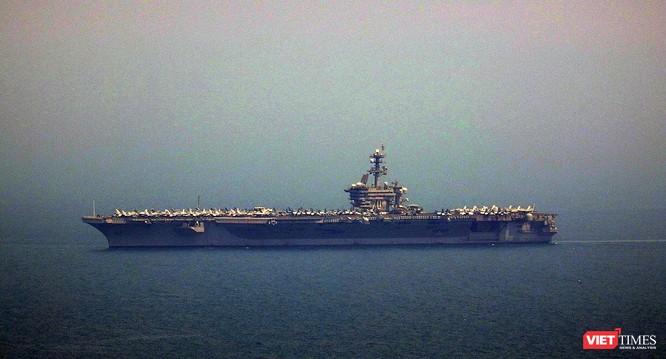 Cận cảnh siêu tàu sân bay Mỹ USS Carl Vinson đang neo đậu Tiên Sa ảnh 4