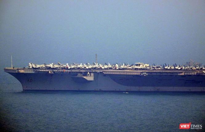 Cận cảnh siêu tàu sân bay Mỹ USS Carl Vinson đang neo đậu Tiên Sa ảnh 5