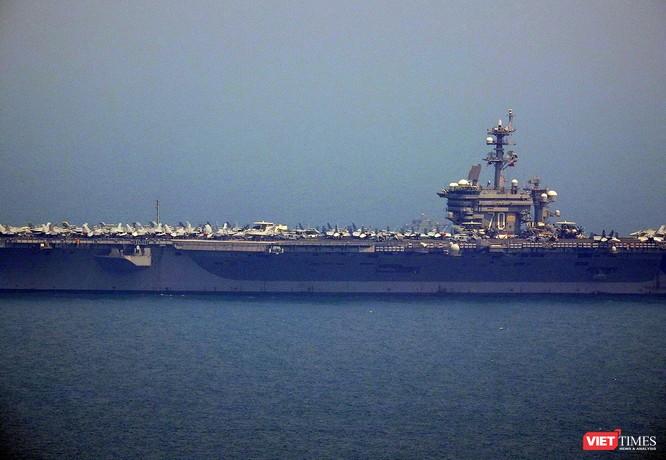 Cận cảnh siêu tàu sân bay Mỹ USS Carl Vinson đang neo đậu Tiên Sa ảnh 6