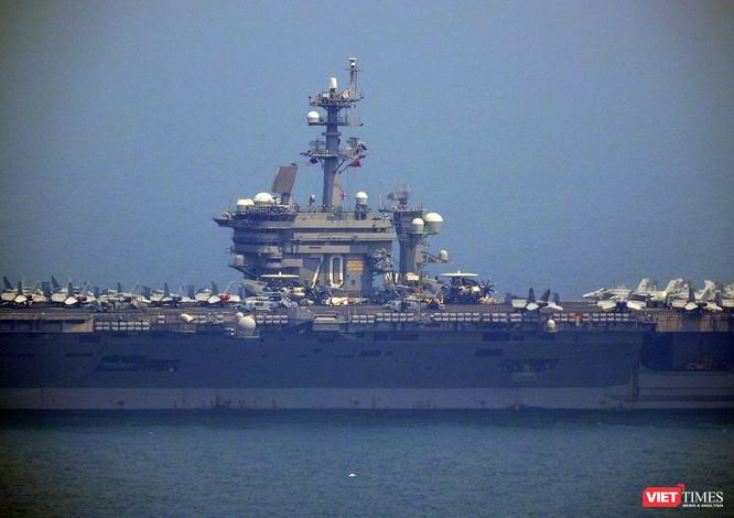 Cận cảnh siêu tàu sân bay Mỹ USS Carl Vinson đang neo đậu Tiên Sa ảnh 7