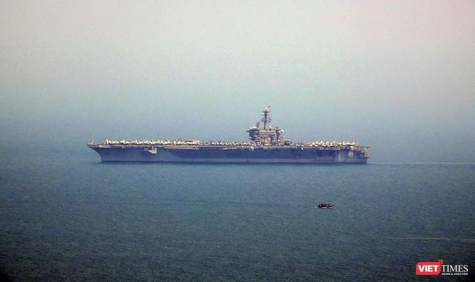 Những hình ảnh đầu tiên của tàu sân bay Mỹ Carl Vinson tại Đà Nẵng ảnh 8