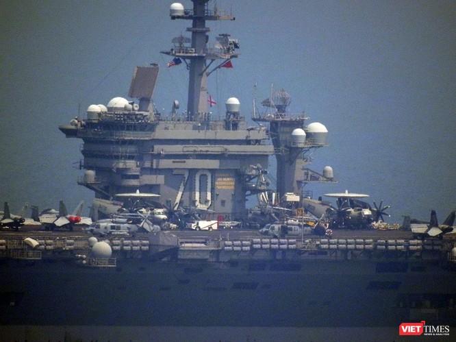 Những hình ảnh đầu tiên của tàu sân bay Mỹ Carl Vinson tại Đà Nẵng ảnh 9