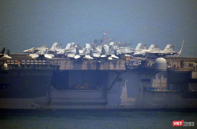 Những hình ảnh đầu tiên của tàu sân bay Mỹ Carl Vinson tại Đà Nẵng ảnh 10