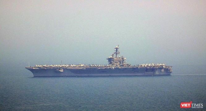 Những hình ảnh đầu tiên của tàu sân bay Mỹ Carl Vinson tại Đà Nẵng ảnh 11