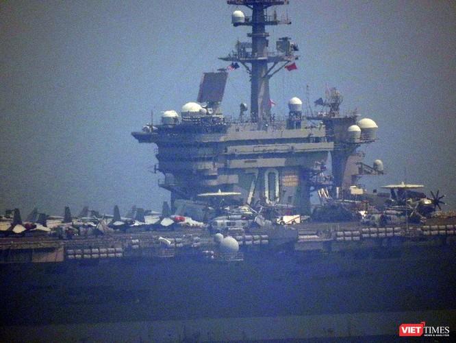 Cận cảnh siêu tàu sân bay Mỹ USS Carl Vinson đang neo đậu Tiên Sa ảnh 9