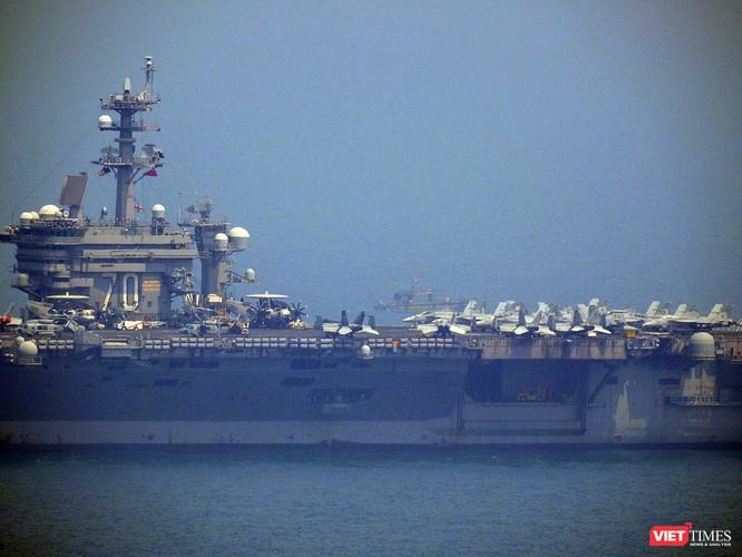 Cận cảnh siêu tàu sân bay Mỹ USS Carl Vinson đang neo đậu Tiên Sa ảnh 11
