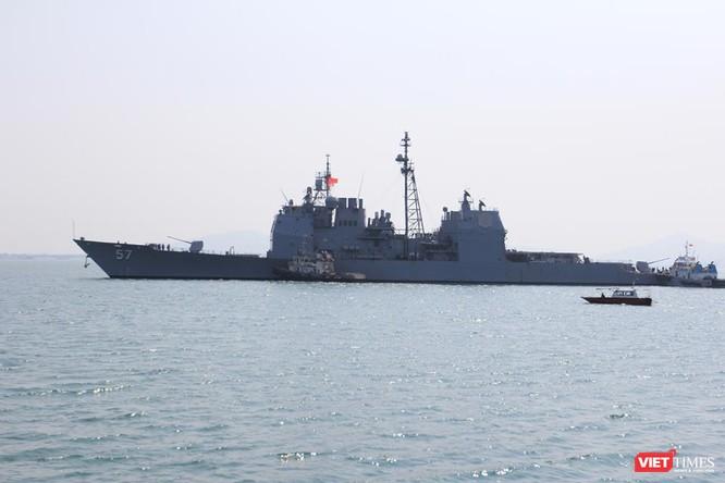 Sức mạnh của tuần dương hạm hộ tống siêu hàng không mẫu hạm đến Đà Nẵng ảnh 1