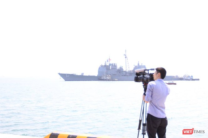 Sức mạnh của tuần dương hạm hộ tống siêu hàng không mẫu hạm đến Đà Nẵng ảnh 4