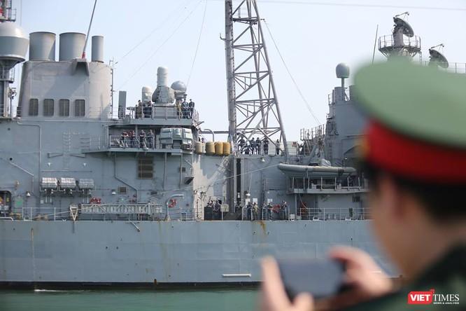 Sức mạnh của tuần dương hạm hộ tống siêu hàng không mẫu hạm đến Đà Nẵng ảnh 8