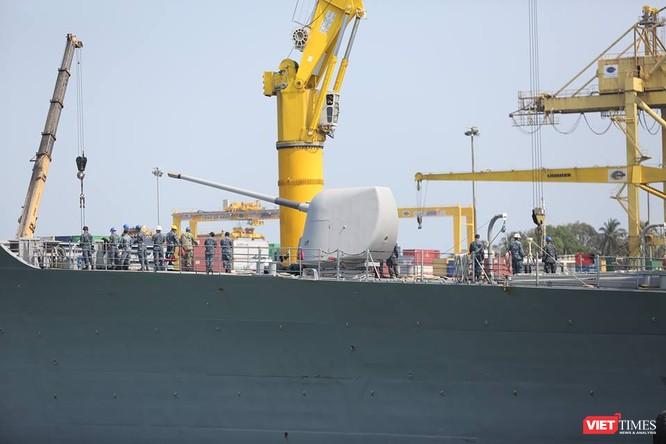 Sức mạnh của tuần dương hạm hộ tống siêu hàng không mẫu hạm đến Đà Nẵng ảnh 9