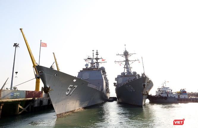 """Ngắm """"vệ sĩ"""" hộ tống siêu mẫu hạm USS Carl Vinson cập cảng Đà Nẵng ảnh 8"""