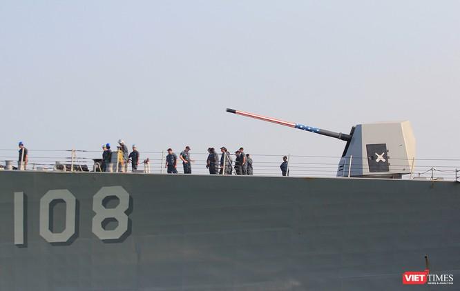 """Ngắm """"vệ sĩ"""" hộ tống siêu mẫu hạm USS Carl Vinson cập cảng Đà Nẵng ảnh 11"""