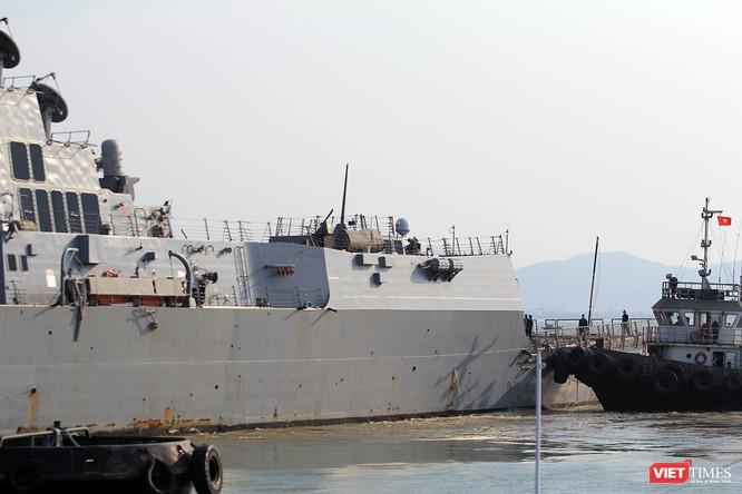 """Ngắm """"vệ sĩ"""" hộ tống siêu mẫu hạm USS Carl Vinson cập cảng Đà Nẵng ảnh 15"""