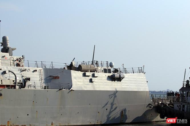 """Ngắm """"vệ sĩ"""" hộ tống siêu mẫu hạm USS Carl Vinson cập cảng Đà Nẵng ảnh 16"""