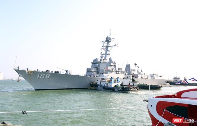 """Ngắm """"vệ sĩ"""" hộ tống siêu mẫu hạm USS Carl Vinson cập cảng Đà Nẵng ảnh 2"""