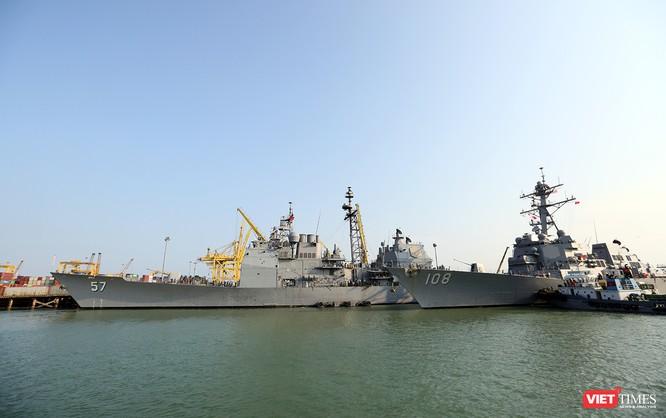 """Ngắm """"vệ sĩ"""" hộ tống siêu mẫu hạm USS Carl Vinson cập cảng Đà Nẵng ảnh 4"""