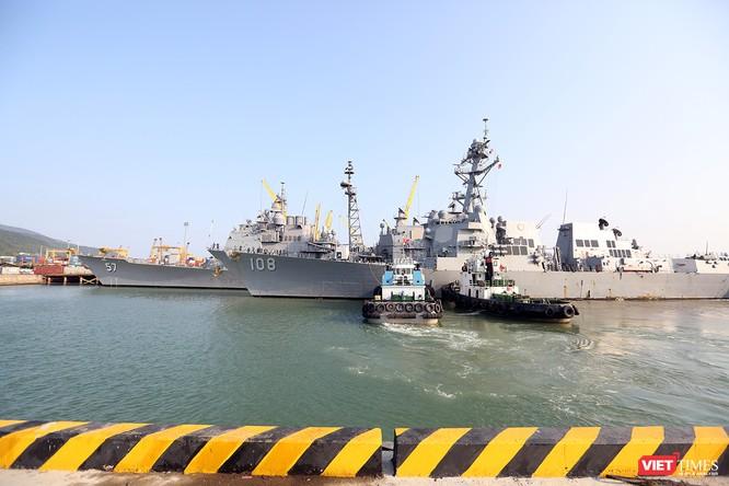 """Ngắm """"vệ sĩ"""" hộ tống siêu mẫu hạm USS Carl Vinson cập cảng Đà Nẵng ảnh 5"""