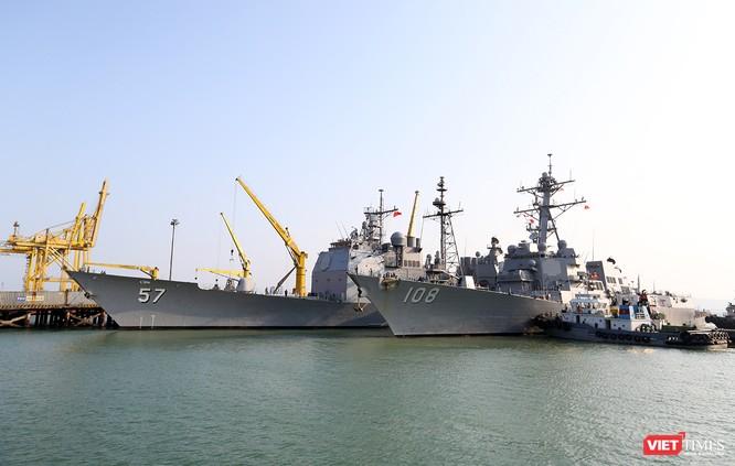 """Ngắm """"vệ sĩ"""" hộ tống siêu mẫu hạm USS Carl Vinson cập cảng Đà Nẵng ảnh 6"""