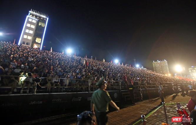 DIFF 2017 thu hút sự quan tâm của khán giả, du khách với 6 khán đài quy mô 22.000 người luôn kín chỗ