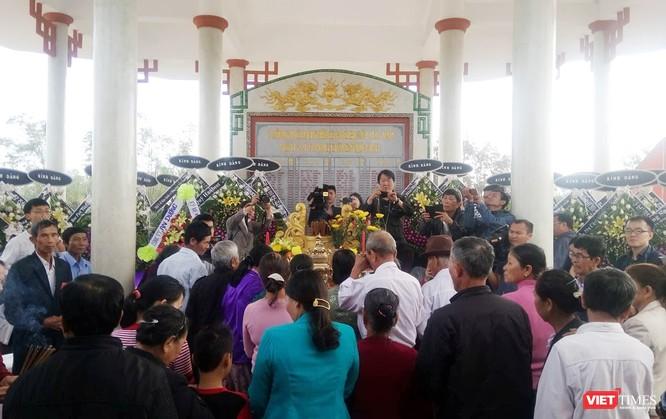 Sáng 11/3, hàng trăm người dân làng Hà My (phường Điện Dương, Thị xã Điện Bàn, tỉnh Quảng Nam) đã tổ chức Lễ tưởng niệm 50 năm vụ lính Nam Hàn thảm sát 135 người dân vô tội tại xóm Tây.