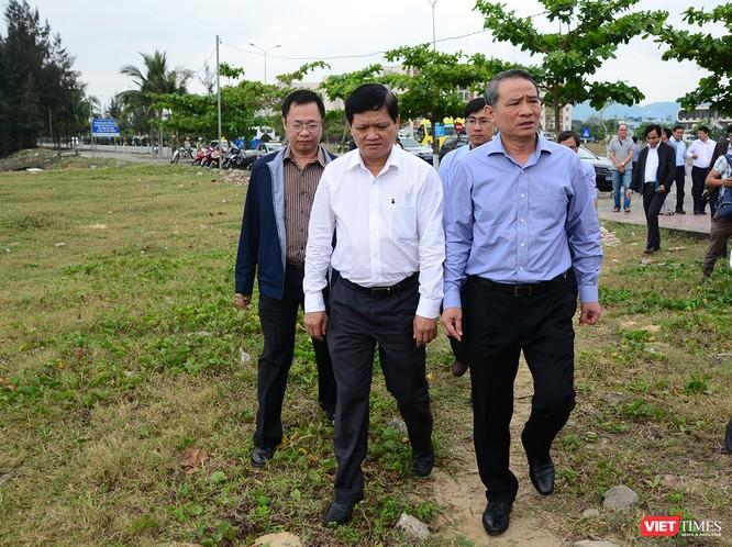Bí thư Đà Nẵng Trương Quang Nghĩa đi thị sát dự án khu du lịch Lancaster Nam O Resort ngang nhiên dựng hàng rào, chắn lối ra biển của người dân