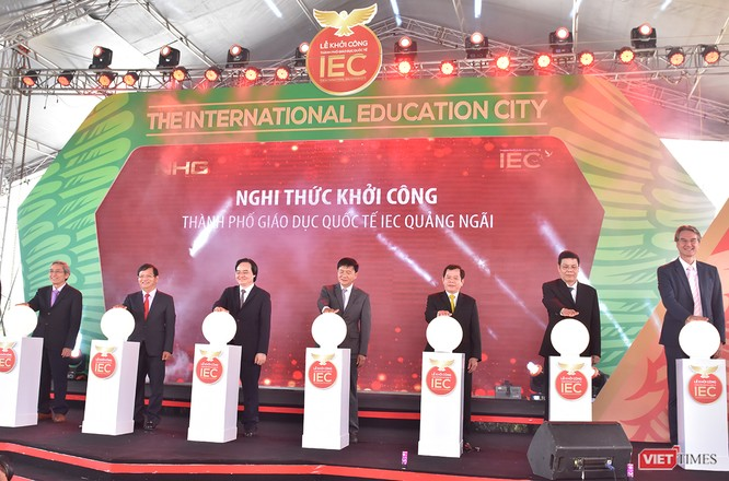 """Sáng 31/3, Bộ GD-ĐT, UBND tỉnh Quảng Ngãi và Tập đoàn Nguyễn Hoàng (NHG) đã chính thức khởi công dự án """"Thành phố giáo dục quốc tế - IEC (The International Education City) đầu tiên tại Việt Nam ở TP Quảng Ngãi."""