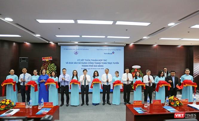 Chiều 3/4, UBND TP Đà Nẵng và Ngân hàng VietinBank đã ký kết thỏa thuận hợp tác và đưa vào sử dụng Cổng thanh toán trực tuyến TP Đà Nẵng nhằm phục vụ tổ chức, cá nhân nộp phí, lệ phí qua mạng khu thực hiện các dịch vụ công.
