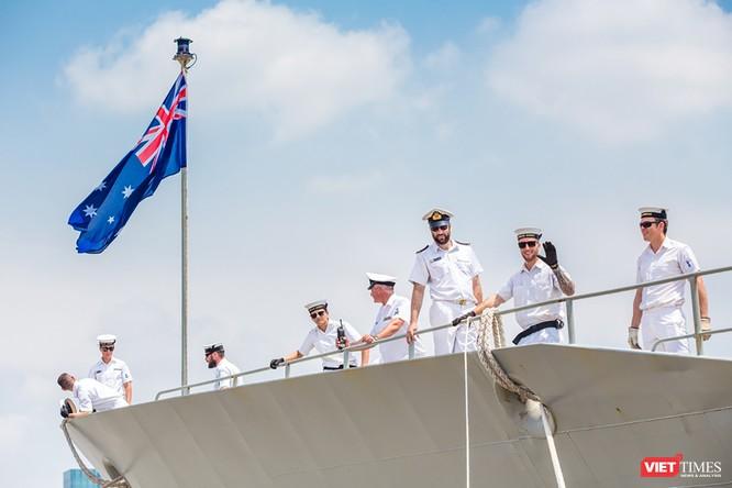 Đội tàu Hải quân Hoàng Gia Australia đến thăm TP.HCM ảnh 6